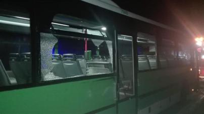 Roban una guagua en Guía de Isora y chocan contra un coche de la Policía Local en su huida