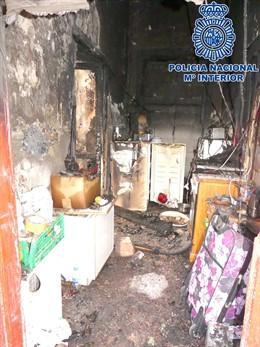 Cinco detenidos al quemar una casa ocupada de Lanzarote en la que se vendía droga tras asaltar y robar a sus moradores