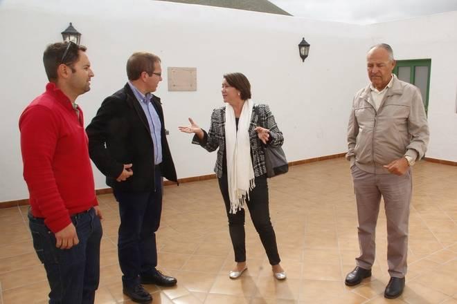 Yaiza y Cabildo impulsarán la apertura del Museo del Camello en Uga