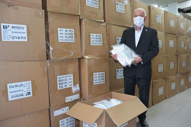 El Consejo General de Enfermería sale al rescate con 5.000 trajes EPI y 200.000 mascarillas
