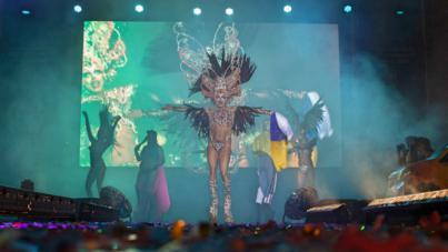 La Reina y las drags del Carnaval de LPGC brillan en la Puerta del Sol