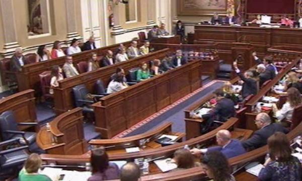 La oposición planta en el Parlamento al presidente de la RTVC y exige su dimisión