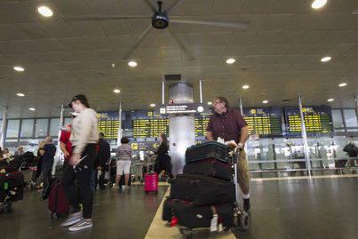 Podemos solicita la declaración de servicio público de las rutas aéreas entre Canarias y la península