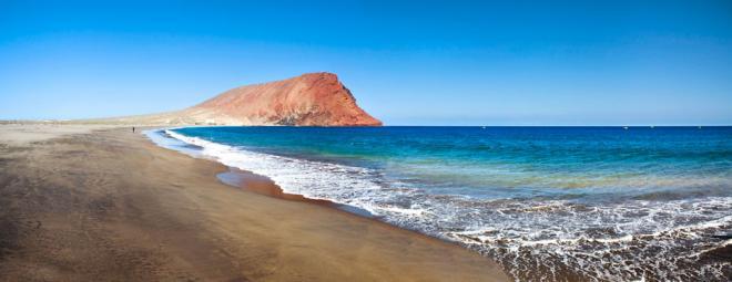 La playa de la Tejita se abre tras confirmarse que el agua está limpia de combustible