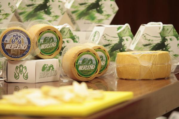 """Presentan una edición limitada de quesos de El Hierro """"Especial Bajada"""""""