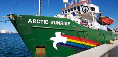 Retenido en el puerto de Arrecife el Artic Sunrise