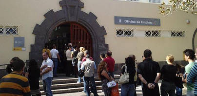 El paro cae en 850 personas en agosto en Canarias