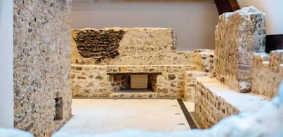 La muralla interior del Castillo de La Luz es restaurada