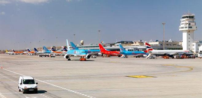 Alonso pide más compañías aéreas que operen en Canarias