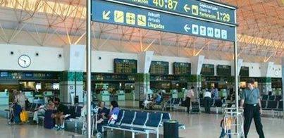 Los pasajeros de los aeropuertos canarios suben en agosto