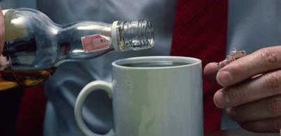 Trabajar muchas horas aumenta el riesgo de alcoholismo