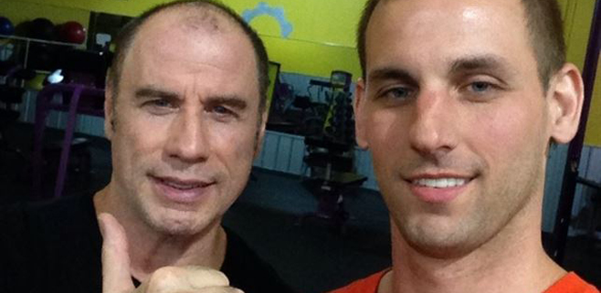 Travolta se fotografía calvo y sin peluca