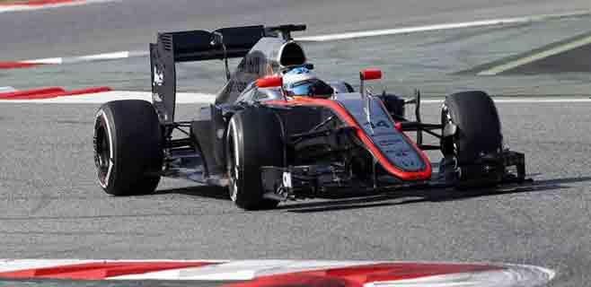 Alonso sufre un accidente y es evacuado en helicóptero
