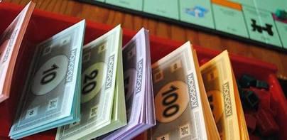 Monopoly sustituye sus billetes por dinero real