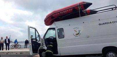 Accidente furgón Guardia Civil contra una guagua