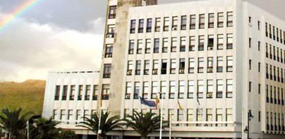 El Cabildo recibe la Medalla de Oro del Parlamento de Canarias