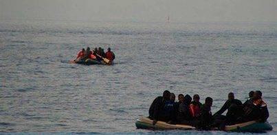 Rescatan a unas 75 personas de dos pateras