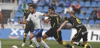 EL CD Tenerife empata con buen fútbol