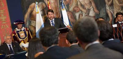 Alonso aboga por reducir el peso del Cabildo en la economía privada