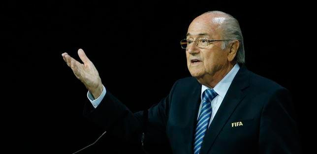 Blatter renuncia como presidente de la FIFA