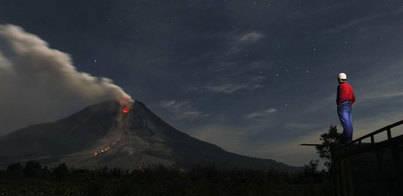 Casi 3.000 evacuados por la actividad del volcán Sinabung