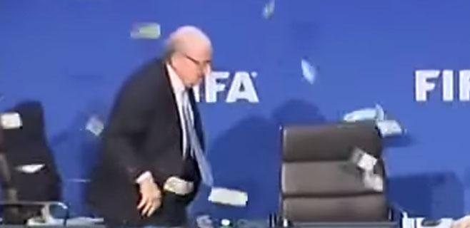 Lluvia de billetes a Blatter