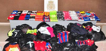 Detenidas 17 personas por vender de ropa falsificada