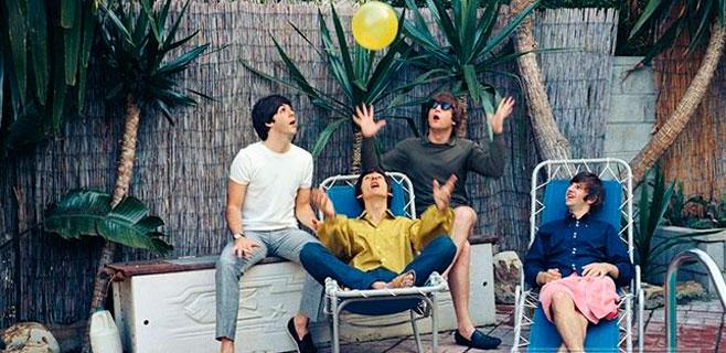 A subasta el primer contrato de los Beatles