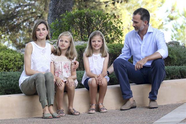 Los Reyes junto a Leonor y Sofía en Mallorca