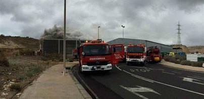 Reanuda su actividad nave con material eléctrico incendiada ayer en Arico