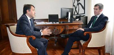 Clavijo se compromete a destinar fondos del convenio a la Vía Litoral